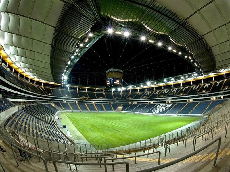Commerzbank Arena distancing